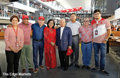 Airasia airasia x staff relocate to new office beside - Singapore airlines kuala lumpur office ...