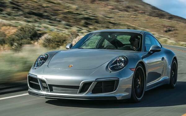 Porsche 911 Carrera T is lighter and better than before