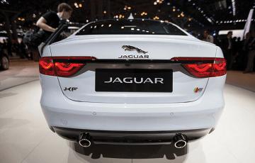 2016-Jaguar-XF_back-view