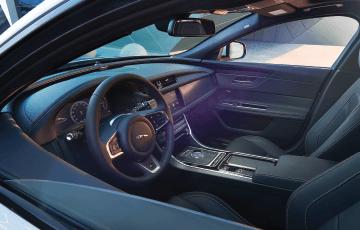 2016-Jaguar-XF_interior