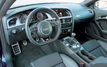 Audi-RS5_interior