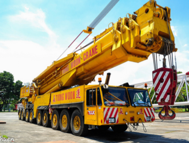 Tiong Woon heavy crane