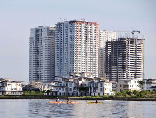 residential condominiums and townhouses in Manila, economy grows, reclaimed land prices
