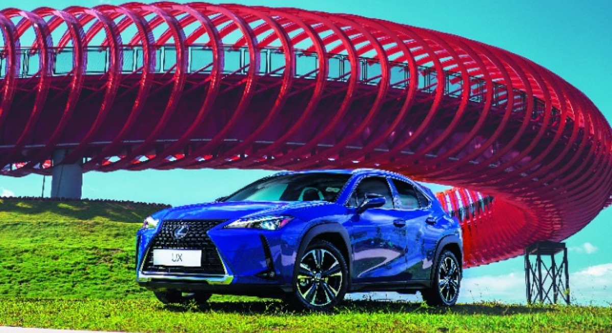 A city drive in the new UX, Lexus' contribution to the subcompact SUV category