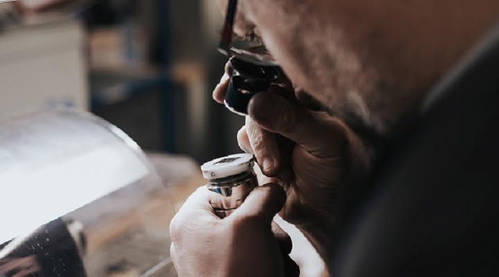 Ever looked at your watch and wondered about its passage from start to finish? We followed the route of an Hermès timepiece that took us from France to Switzerland.
